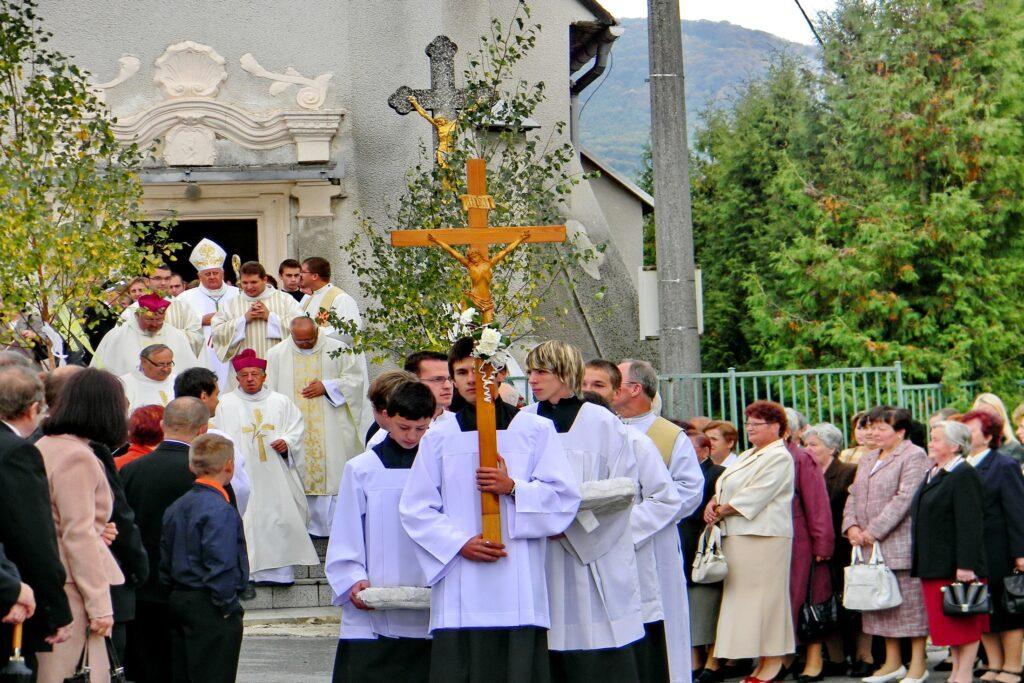 Konsekrácia nového kostola Božieho milosrdenstva v Teriakovciach