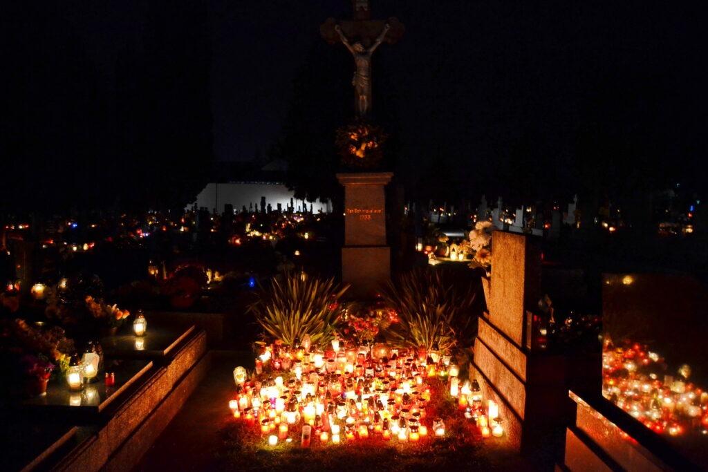 Spomienka na všetkých verných zosnulých - Dušičky