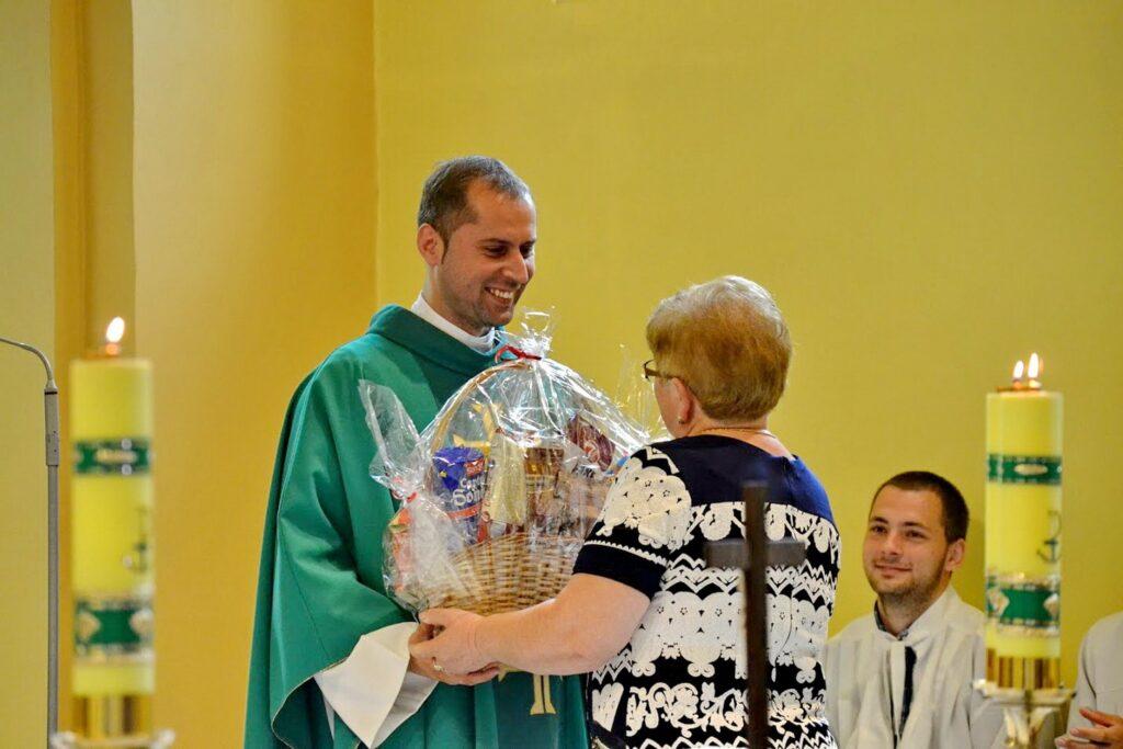 Poďakovanie p. kaplánovi Matúšovi za jeho pôsobenie v našej farnosti