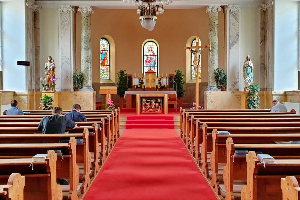 Od 16.11. budú platiť nové pravidlá, týkajú sa aj verejných bohoslužieb